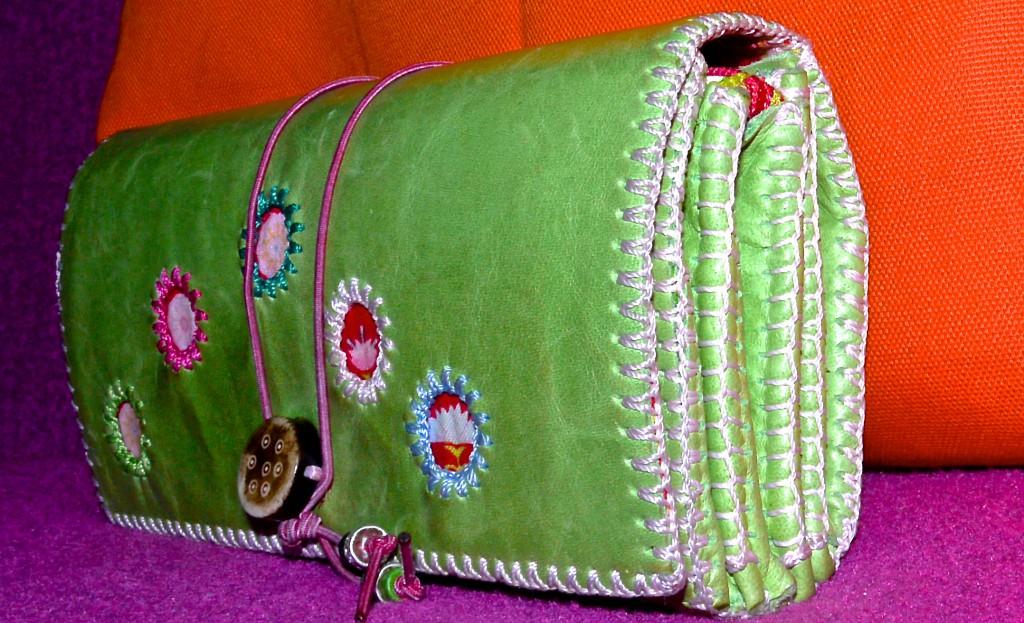 Handgenähtes Designer-Portemonnaie in grün